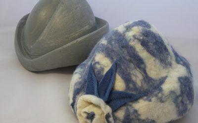 Pourquoi je travaille la laine pour en faire des chapeaux ? Mon parcours de vie