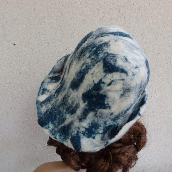 chapeau cloche en laine vue de dos