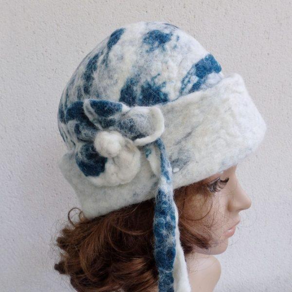 capeau cloche en laine naturelle- feutrée main