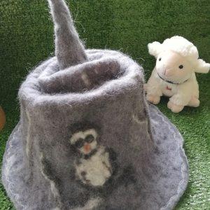 chapeau pointu avec chouette en laine