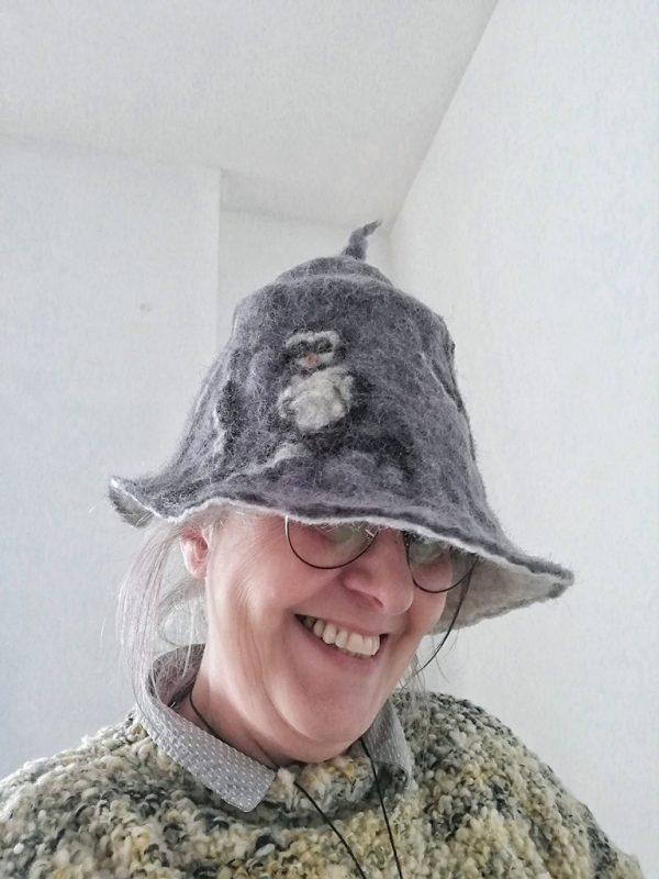 chapeau sorciere moderne gris avec chouette