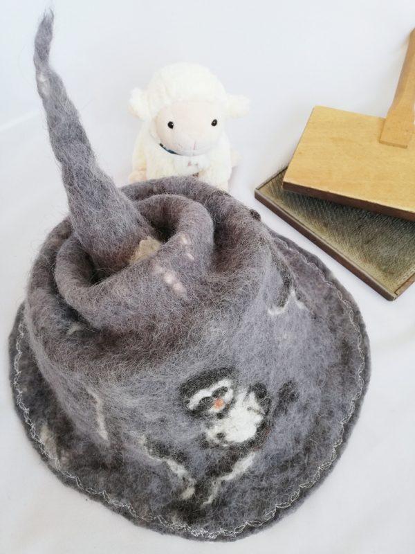 chapeau de sorcière en laine avec chouette