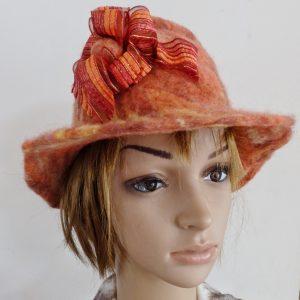 chapeau cloche orange en laine feutrée