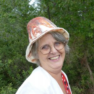 chapeau cloche en feutre porté