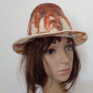 chapeau cloche sur mannequin