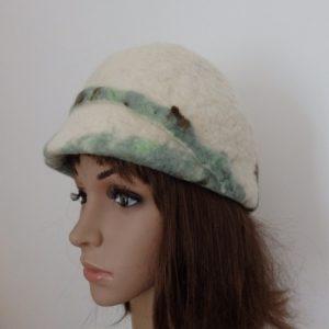 casquette vintage vue de coté bandeau vert le long de la visière