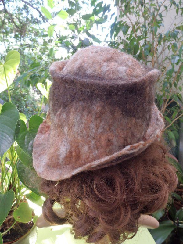 chapeau lama et mouton d dos