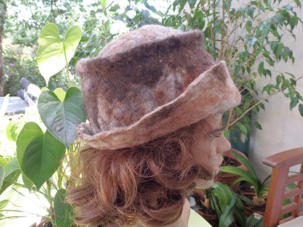 Chapeau cloche en mouton et lama naturel marron coté