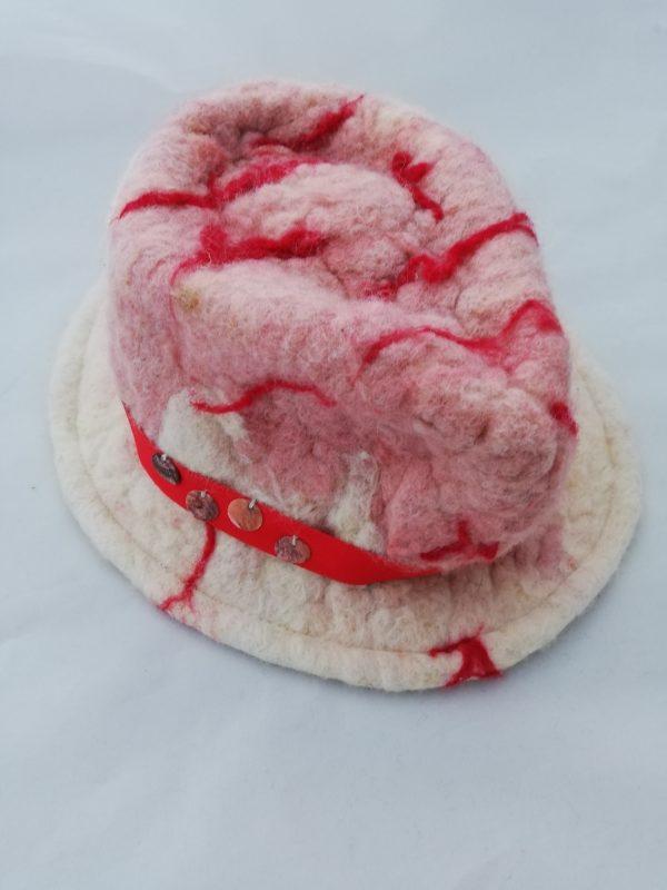chapeau en laine rose et rouge