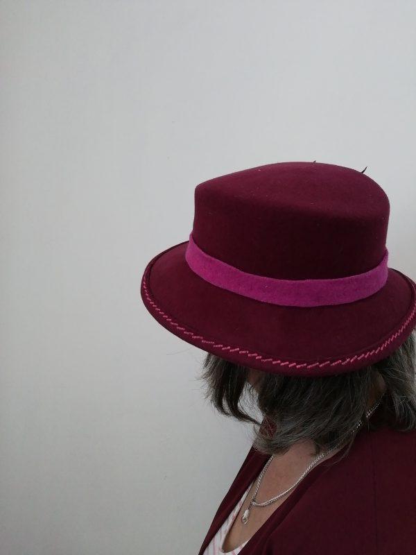 chapeau amazone bordeaux