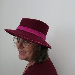 chapeau amazone bordeaux vue de biais